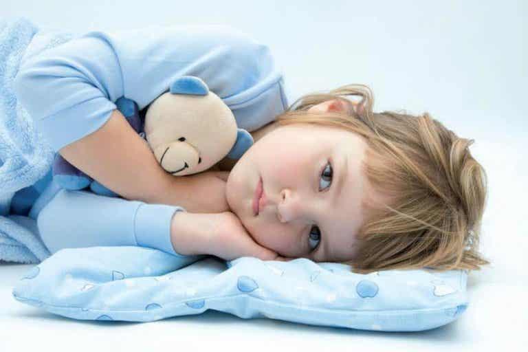 Por qué tu niño sigue mojando la cama