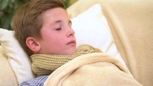Para que la escarlatina se cure verdaderamente es importante que el paciente tenga un reposo y descanso adecuado.