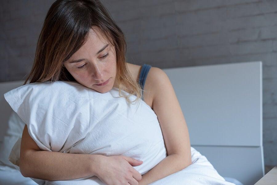 Es normal sentirse triste o decaída después del parto.