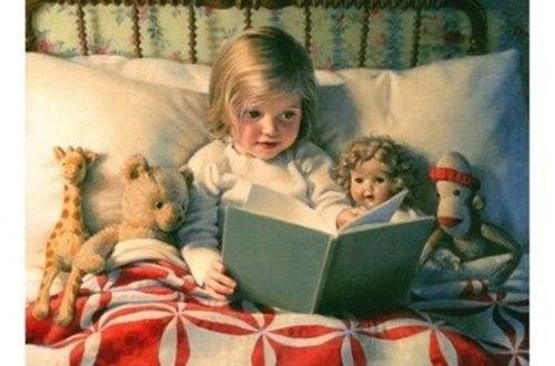 Leer por las noches puede ser un hábito fenomenal para los niños.