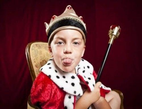 Les enfants tyrans enfants souffrent du syndrome de l'empereur.