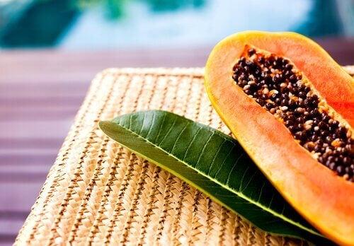 La papaya es una de las frutas ideales para la embarazada.