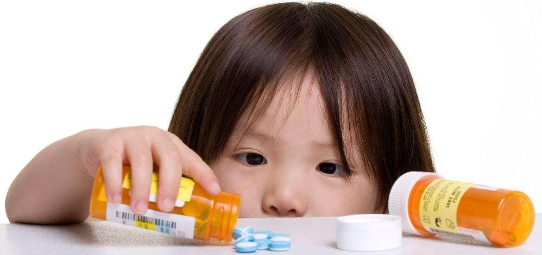 Peligros de dejar los medicamentos al alcance de los niños