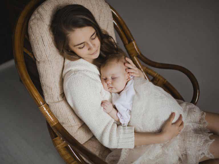 Los fantásticos beneficios de cantarle a tu bebé