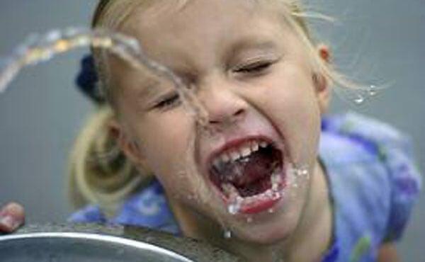 Una buena hidratación cuida el cerebro de tu hijo
