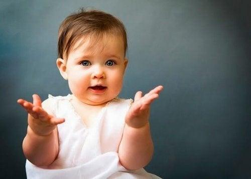 Aprende el lenguaje gestual de tu bebé