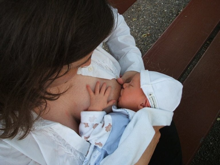 Cómo debe ser la alimentación de un recién nacido