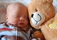 La postura ideal para hacer dormir al bebé