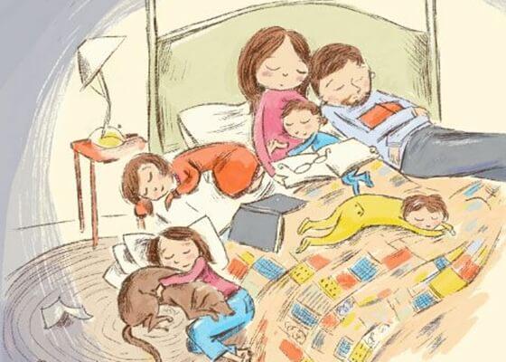 familia en la cama y en desorden