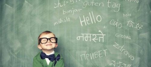 ¿Es bueno que un niño pequeño hable muchos idiomas?