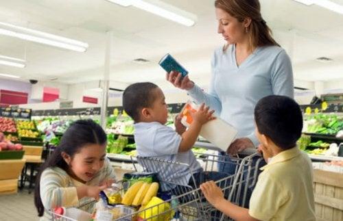 5 consejos para hacer la compra con tus hijos y no morir en el intento