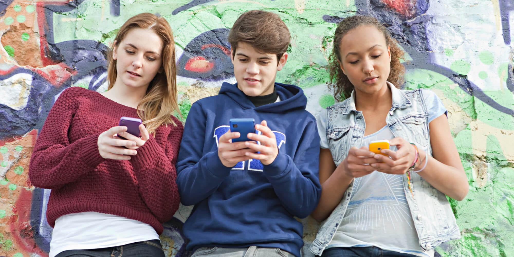 adolescentes con móvil 3