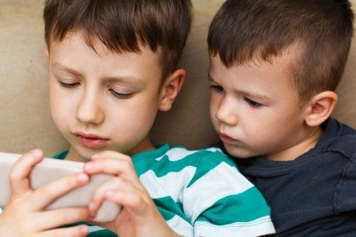¿Merece la pena pagar para las aplicaciones infantiles en los dispositivos móviles?