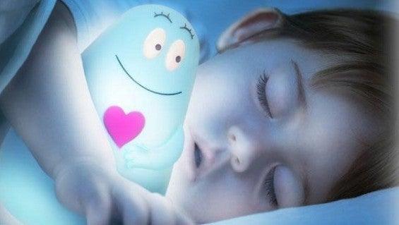 ¿Por qué es conveniente que los niños duerman a oscuras?