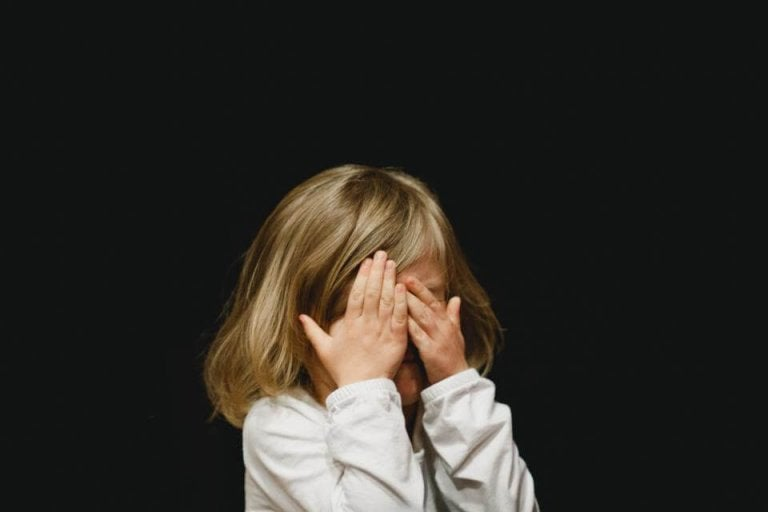 ¿Por qué mis hijos se portan peor en casa?