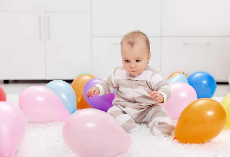 7 actividades con globos de colores para tu bebé