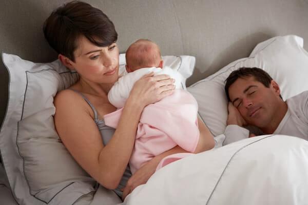 ¿Qué puedo hacer si mi hijo se despierta por la noche?