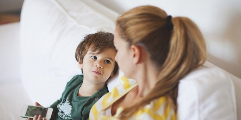 Qué hacer si tu hijo reclama mucho tu atención