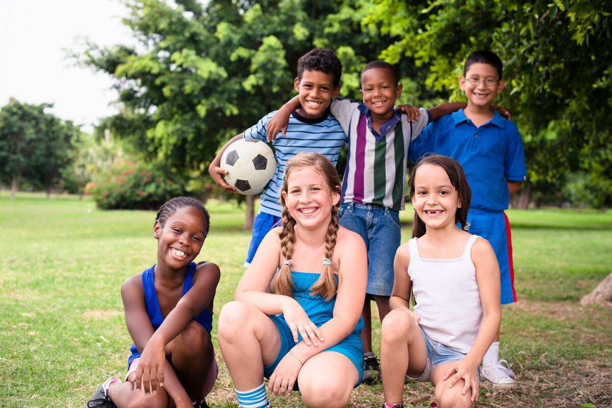 Que los niños hagan deberes en el verano puede coartar su tiempo de esparcimiento.