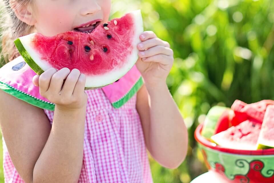 5 tips para que los niños coman bien en vacaciones