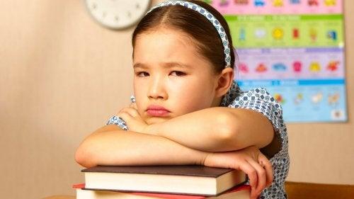 La lateralidad cruzada en niños puede causar desmotivación para la escuela.
