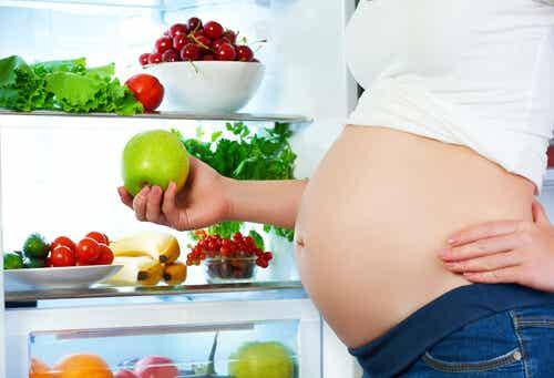 ¿Pueden algunas comidas alterar el movimiento del feto?