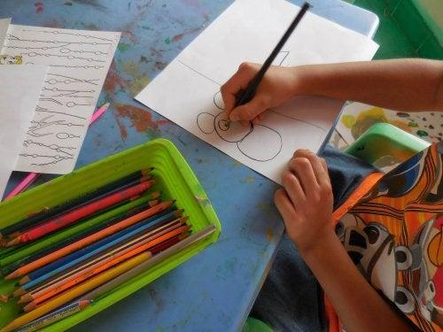 El dibujo es una parte central del pensamiento visual en la educación.