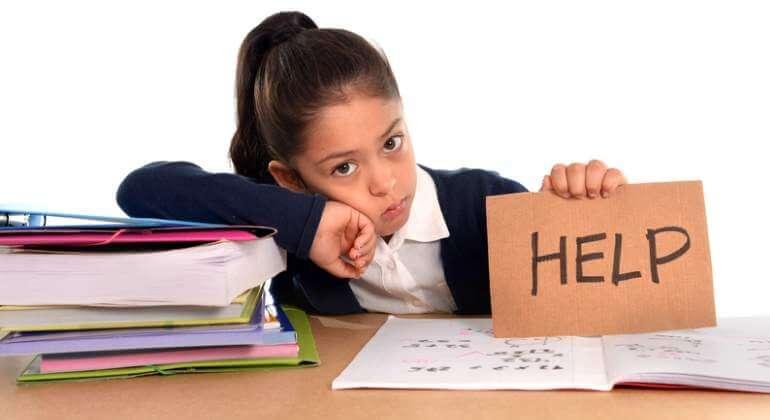 La cantidad de deberes que tiene un niño a veces es enorme.