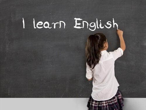 Es necesario que los niños aprendan inglés para sus futuros profesionales