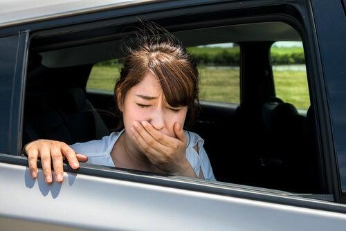 Es aconsejable dormir la siesta en el coche para evitar los posibles mareos