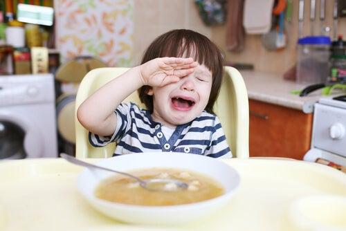 La frustration peut causer des crises de colère chez les jeunes enfants.