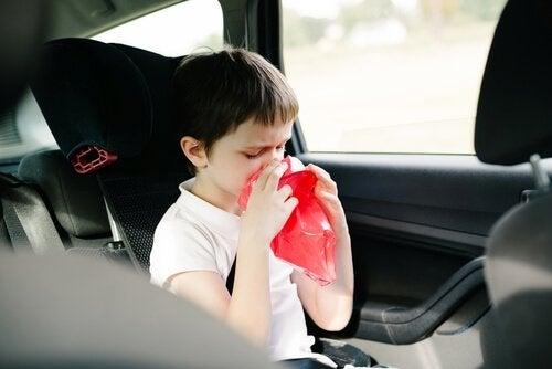Si tu hijo vomita sin motivo, debes evaluar bien su estado emocional.