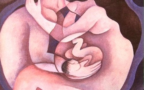 pareja con bebé en el centro disfrutando de la felicidad