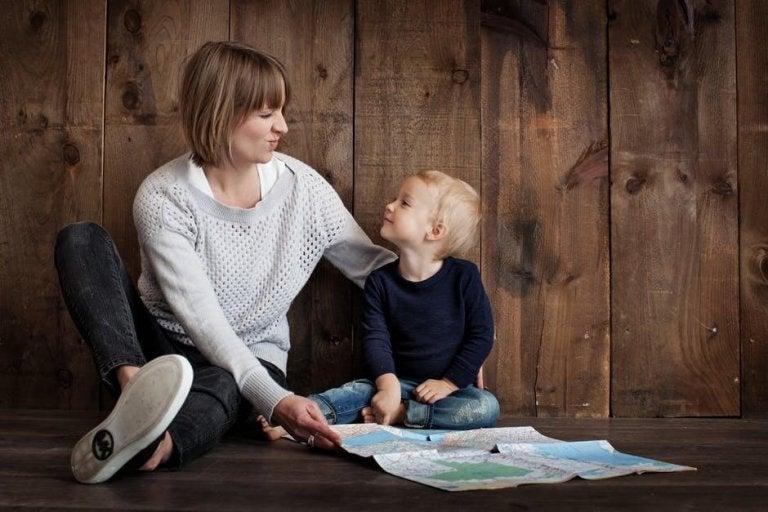 Consejos de Montessori para que tus hijos ayuden en casa