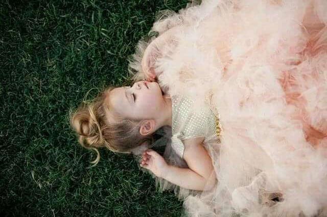 Una niñita con tutee