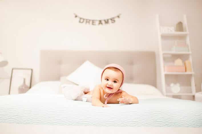 Cómo tiene que ser una habitación de bebé