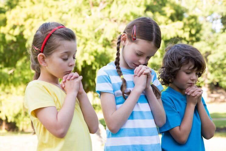 Dios acude al corazón de los pequeños con ternura