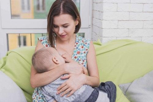 Pros y contras de la lactancia materna