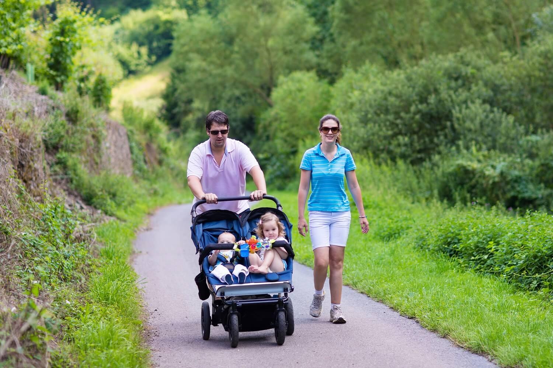 Al examinar los tipos de carritos para el bebé que existen, es necesario pensar en tus necesidades.