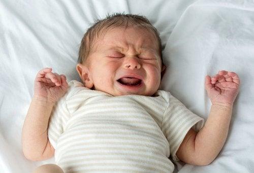 Los cólicos son normales en las primeras semanas de vida.