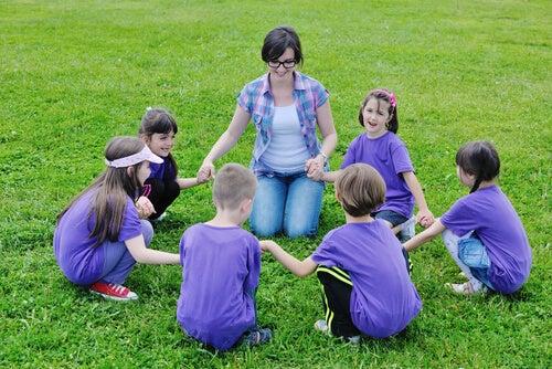 Los niños deben aprender a compartir y pasar tiempo juntos