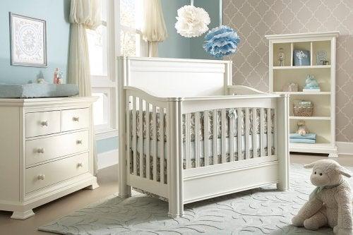 La cuna será uno de tus primeros gastos al hacer la compra si eres una madre primeriza.