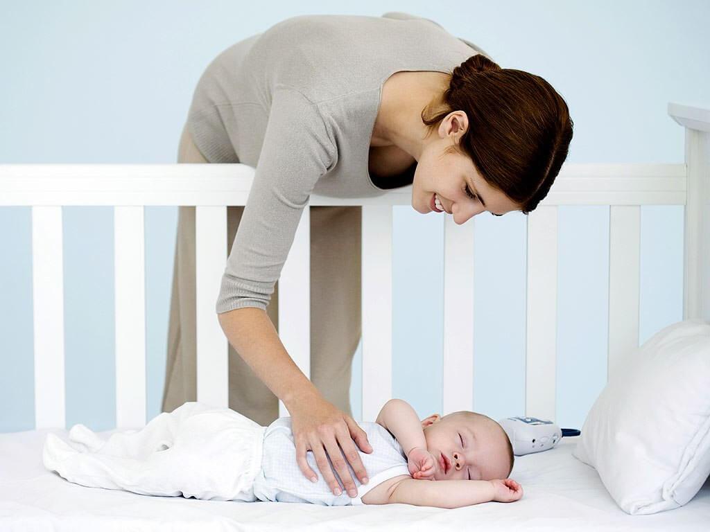 a la hora de elegir el colchón del bebé, es importante usar una cubierta y sábanas que también sean transpirables.
