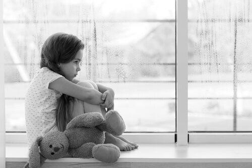 Abandono emocional: carta de una pequeña a su padre