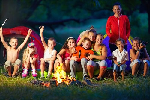 Llevar a tu hijo de campamento de verano te permitirá descansar a ti y disfrutar a él