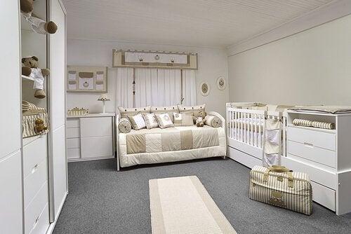 9 cosas que no deben faltar en la habitación de tu bebé