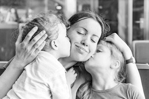 Una madre cuenta la razón por la que no quiere que sus hijos sean felices