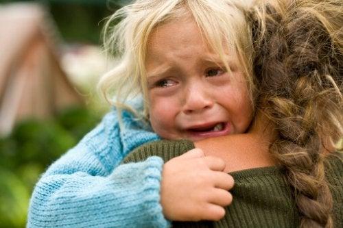 Los niños nos necesitan para conectar con sus emociones