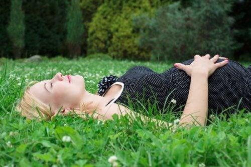 Un correcto descanso durante el embarazo es crucial