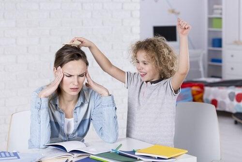 ¿Cómo son los hijos de las madres permisivas?